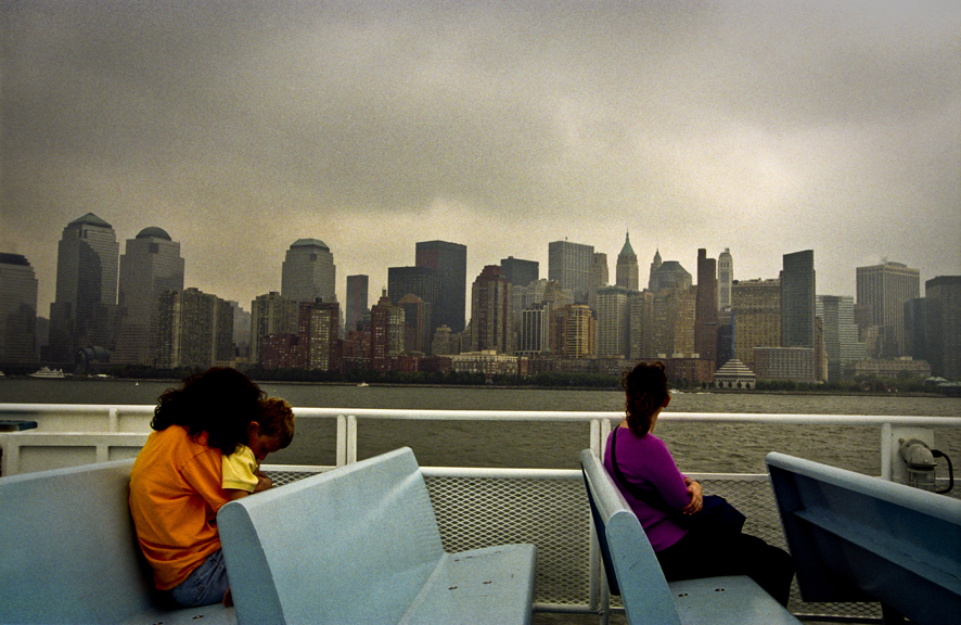 New York, 17 settembre 2001, dal ferry che porta dal New Jersey a Lower Manhattan © Marco Vacca / Prospekt